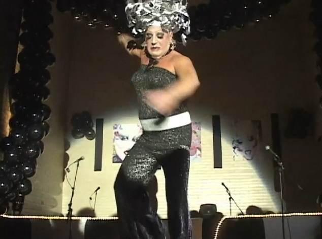 drag queen falls